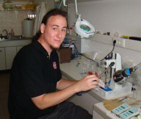 Pleskonics Gergő (kémia BSc) Miniatürizált, papíralapú elektroforetikus elválasztások tanulmányozása (2009)