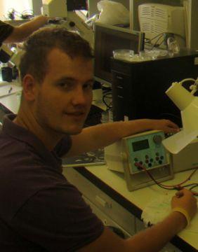 Erdős Antal (vegyészmérnök BSc) Miniatürizált, PDMS-be ágyazott papírelektroforetikus rendszer kifejlesztése (2010-11)