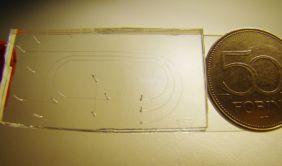 Egy nálunk tervezett és készitett csip elektroforetikus elválasztásokhoz
