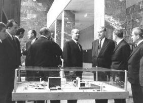 Losonczi Pál látogatása a Kémia Épület átadásakor