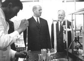 Losonczi Pál látogatása tanszékünkön (mellette Szarvas Pál))